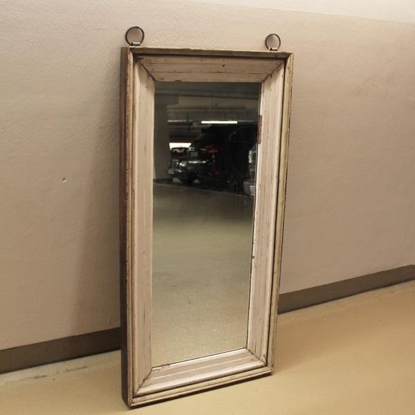 weißer Spiegel mit Hängeösen
