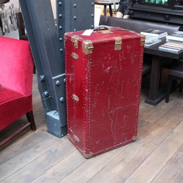 Reisekoffer mit Schubladensystem, rot